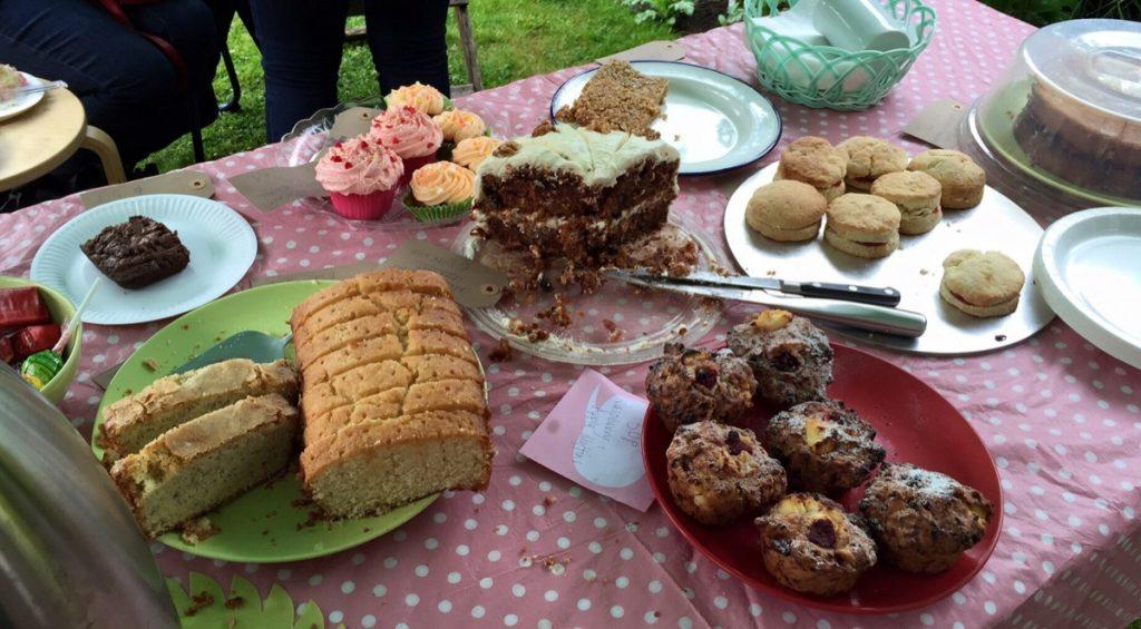Open garden cakes